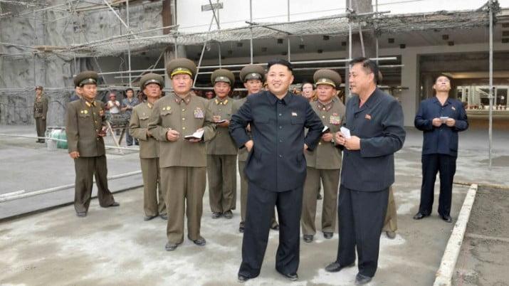 Líder norcoreano destituyó a su tío y ejecutó en público a los asesores