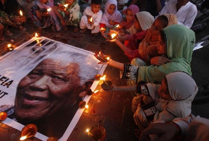 Miles de sudafricanos y los líderes de todo el mundo despiden a Mandela