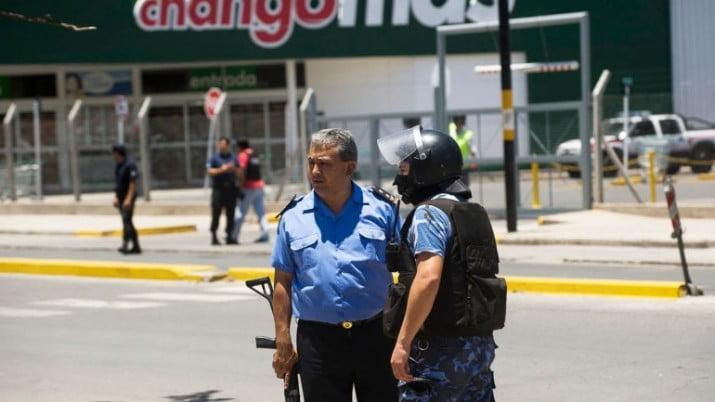 Policías de Neuquén y Catamarca analizan propuestas de aumento salarial