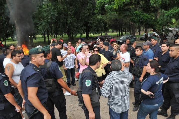 Policías protestaron en La Plata, sciolismo prepara una oferta