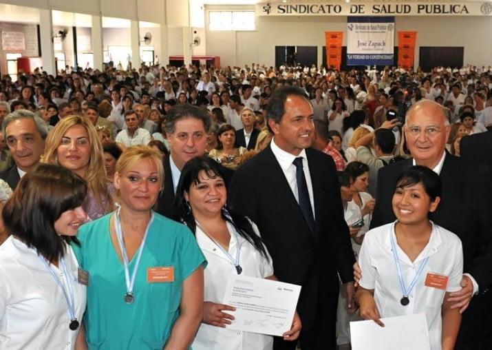 Scioli anunció la incorporación de 1.000 enfermeras a hospitales bonaerenses a partir de enero