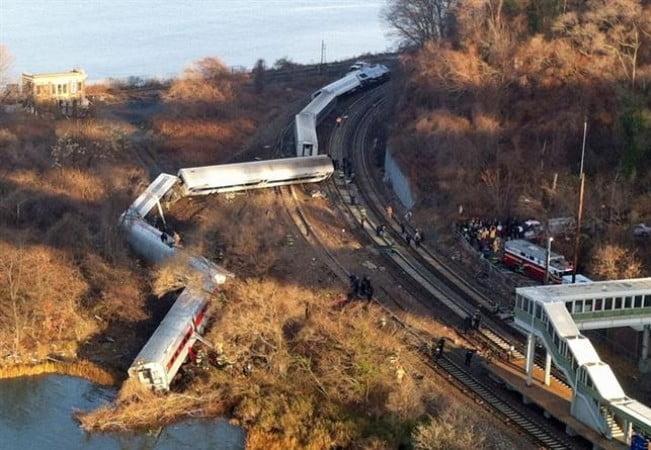 Descarriló un tren en Nueva York: hay cuatro muertos y al menos 50 heridos