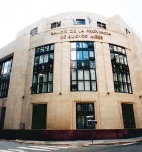 La UIF multó a los bancos Macro y Provincia por no reportar operaciones