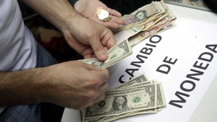 Quiénes podrán comprar dólares el lunes y cómo será el sistema
