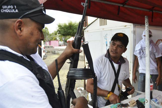 El ejército mexicano se enfrenta a los grupos de civiles armados