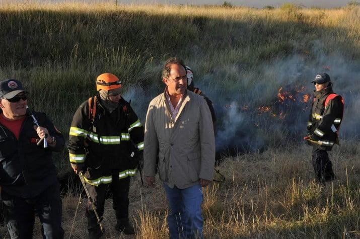 Scioli sobrevoló zonas afectadas por el incendio en Sierra