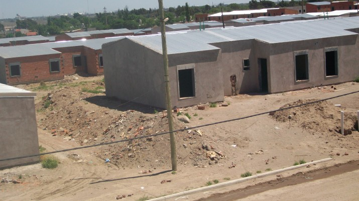 Plan Federal de Viviendas: adjudicatarios piden las casas para terminarlas