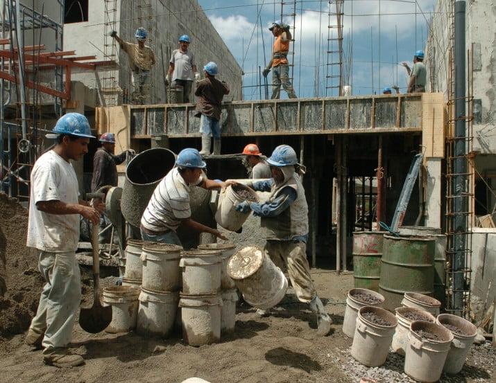 El Gobierno acordó una canasta de materiales para la construcción