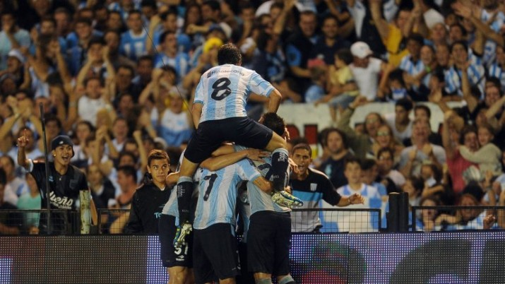 El debut más esperado: Racing goleó a Colón