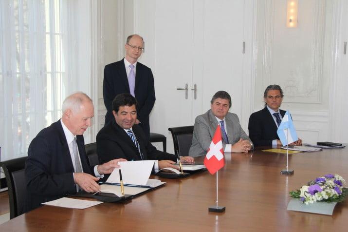 La Argentina y Suiza acordaron evitar el secreto bancario y fiscal