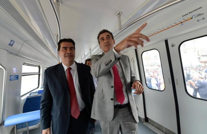 En el mismo tren Capitanich se baja y Randazzo sigue