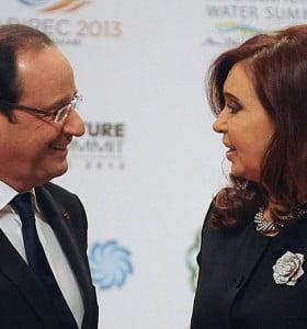 La Presidente llegó a Francia y mañana se reúne con François Hollande
