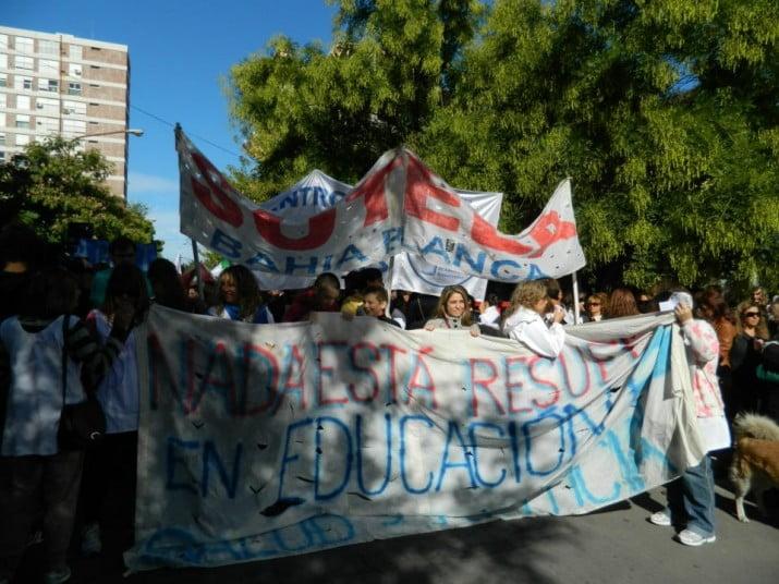 El Suteba local ratificó el paro y realiza una volanteada en Plaza Rivadavia