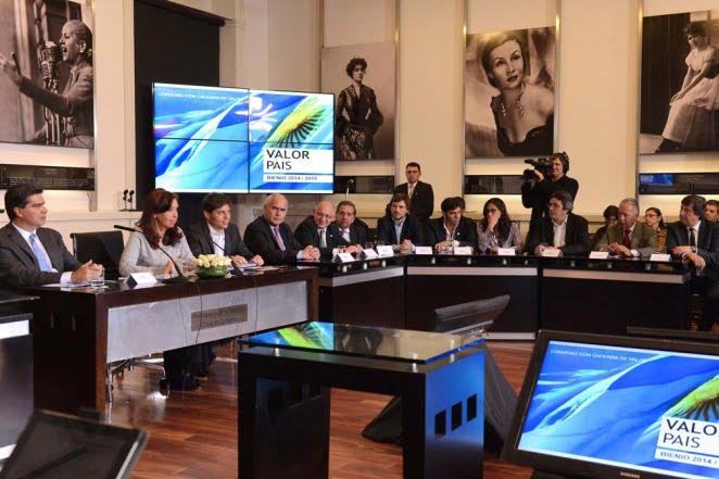 Cristina firmó convenios con los principales sectores productivos del país