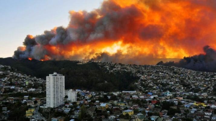 Chile:16 los muertos tras voraz incendio en Valparaíso