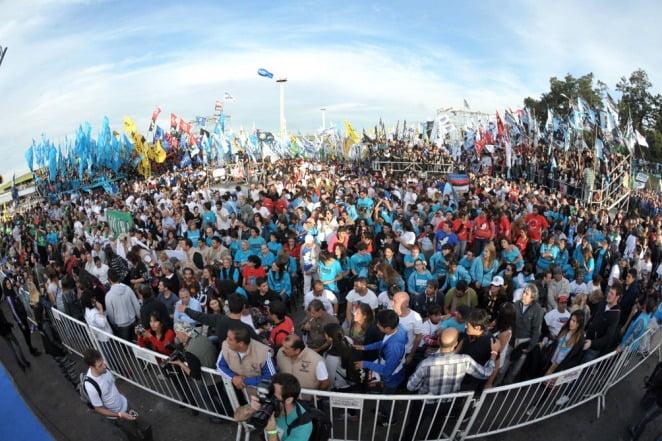 Más de 20 mil personas en el encuentro de la militancia
