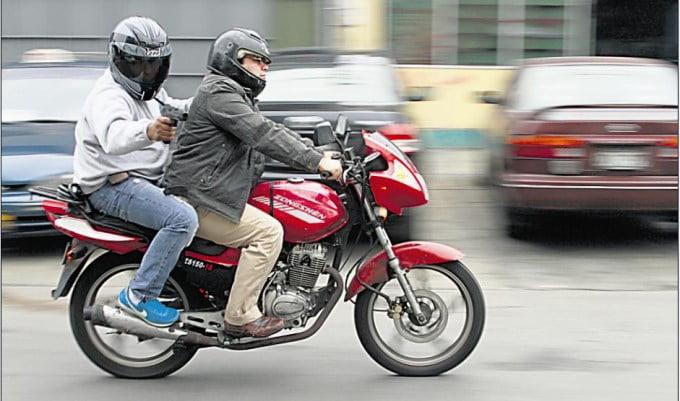 Ya es obligatorio uso de cascos y chalecos en motos