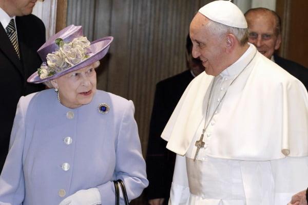 El papa Francisco recibió a la reina Isabel de Inglaterra en el Vaticano