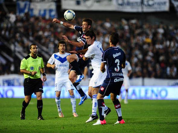 Vélez recibe a Quilmes con el objetivo de no alejarse de la punta