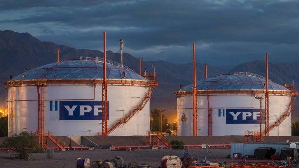 """YPF considera """"injustificada"""" la medida de fuerza de petroleros"""