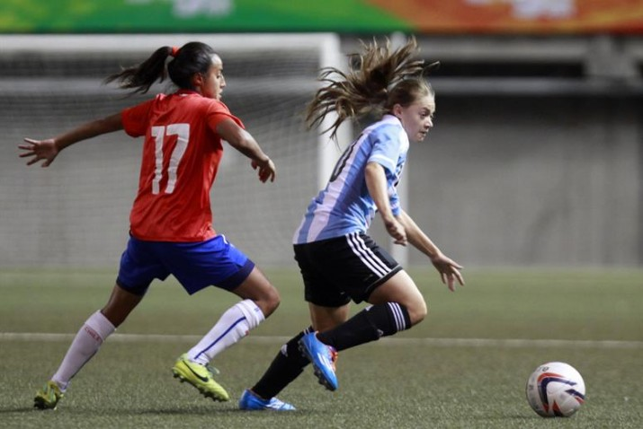 Cada Vez Mas Chicas Se Prenden A Jugar Al Futbol
