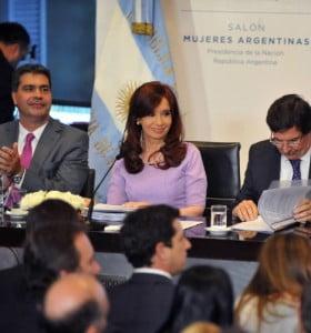 """Cristina sugirió """"intereses políticos"""" en las críticas de la UIA al acuerdo con China"""