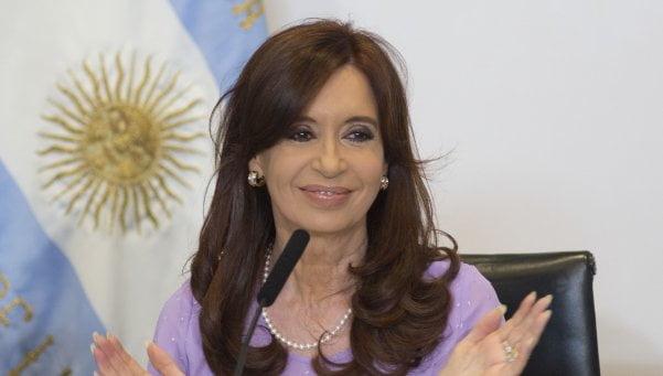 Cristina dona su sueldo a sus fanáticos