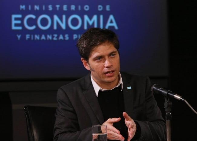 """La economía """"no tiene problemas"""" y Macri fomenta """"una corrida cambiaria"""""""