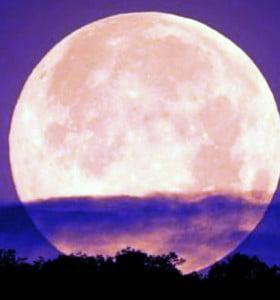 La superluna: ¿negocio publicitario o fenómeno astronómico?