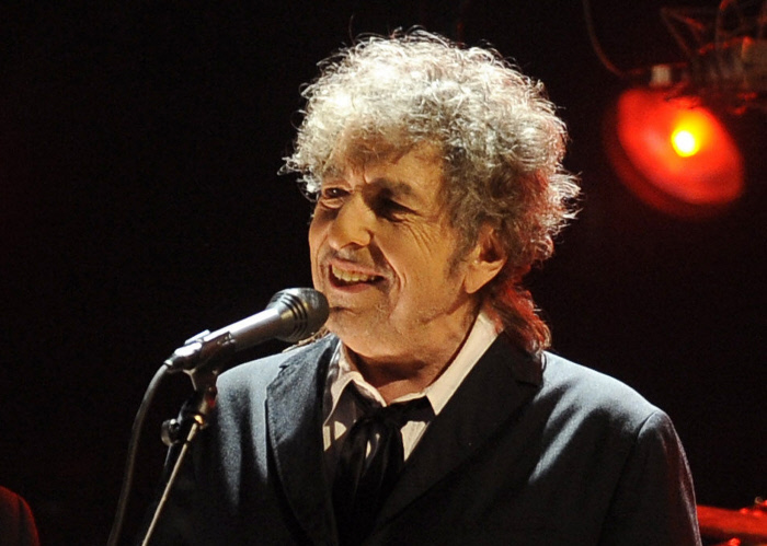 Tras idas y vueltas, Bob Dylan recibirá el Nobel de Literatura