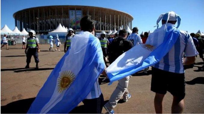 La FIFA volvió a sancionar a la AFA por cantos discriminatorios
