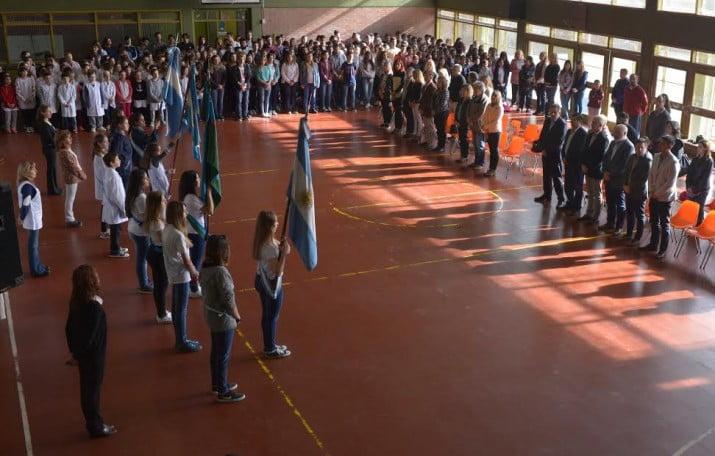 Se desarrolló el acto escolar por el aniversario de Bahía Blanca