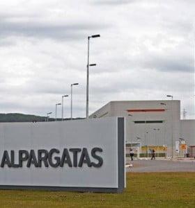 Denuncian la suspensión del 80% de los trabajadores de Alpargatas en Tucumán
