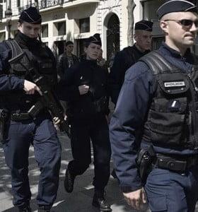 Francia blinda las elecciones con operativo de 50.000 policías y fuerzas de élite