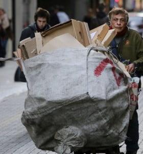 Una familia necesitó $ 14.090,52 en marzo para no ser pobre