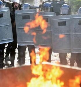 Un muerto y más de 200 detenidos en las violentas protestas en Paraguay