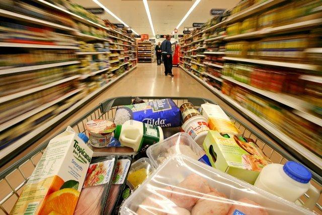 Inflación sin control: buscan bajar el IVA en once productos de la canásta básica