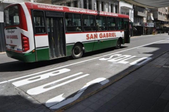 Se multará a quienes circulen por carriles preferenciales del transporte público