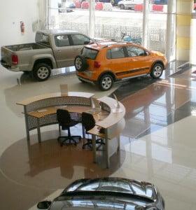 En el año, los autos ya suben 10% en dólares