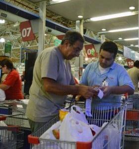 Ahora en los comercios se podrá extraer hasta $5000 en efectivo