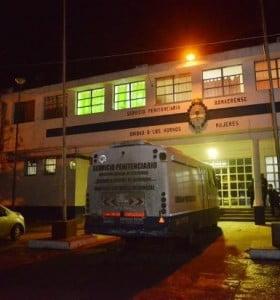 Motín de mujeres en el penal de Los Hornos por una muerte sospechosa