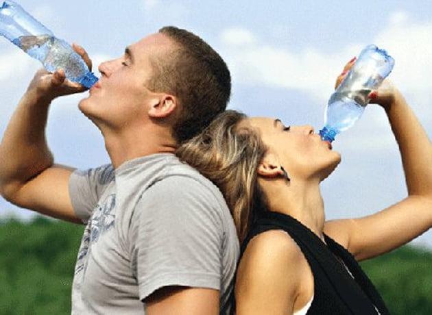 Así cambiará su cuerpo cuando beba suficiente agua