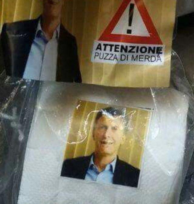 En el sur de Italia venden rollos de papel higiénico con la cara de Macri