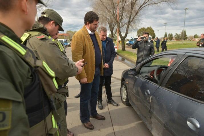 Burzaco encabezó un operativo de control vehicular y de personas