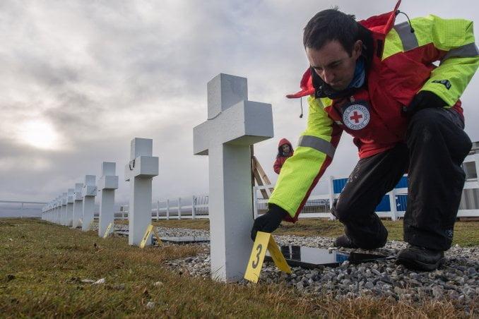 Terminó la exhumación de los restos de argentinos enterrados en Malvinas