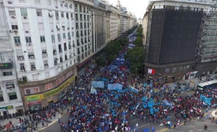 La CGT marcha a Plaza de Mayo en rechazo a la flexibilización laboral