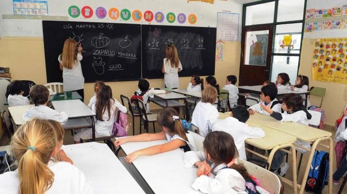 """Hay escuelas """"incomunicadas"""" por falta de pago del teléfono"""