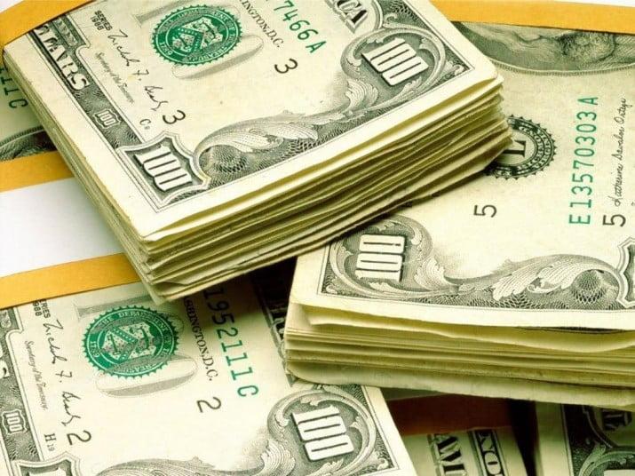 """Los bancos pusieron un """"tope informal"""" para venta de dólares"""