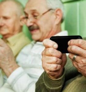 Entre los mayores de 65 años, el 70% no usa internet y un 44% no utiliza celular