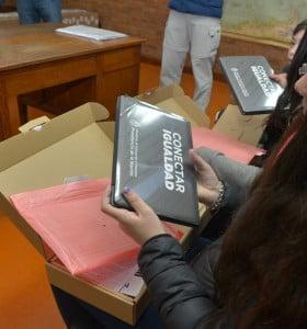 Conectar Igualdad: entrega de netbooks en la Escuela Media N° 3